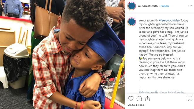 Bức ảnh anh trai ôm em gái trong lễ tốt nghiệp quá đáng yêu nhưng lời tâm sự của người mẹ còn gây xúc động hơn - Ảnh 4.