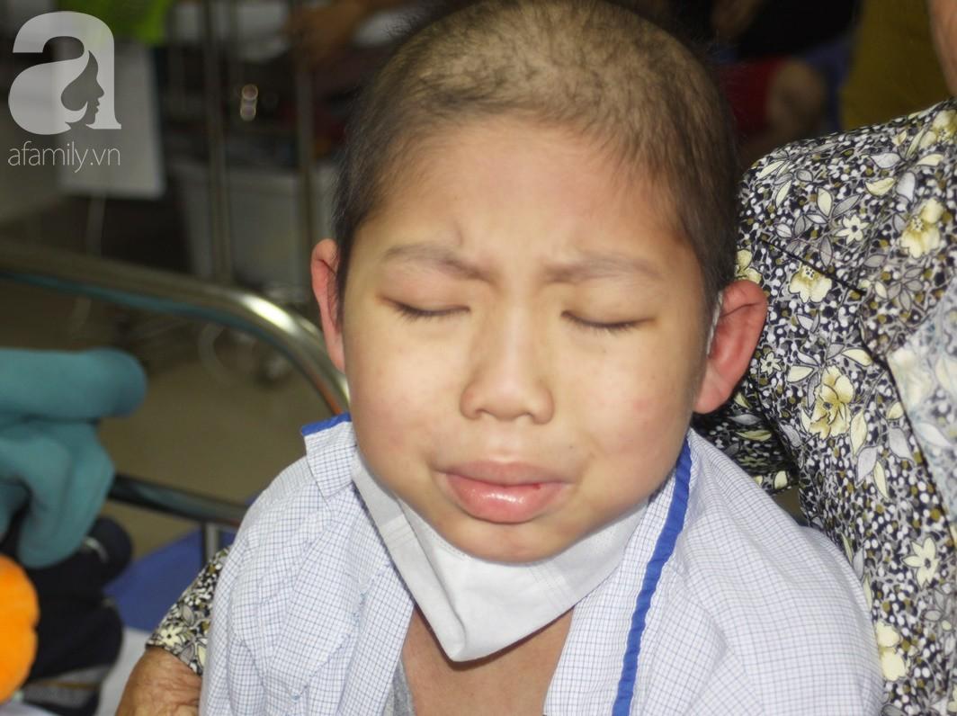 Xót cảnh chị gái 15 tuổi bỏ học kiếm tiền nuôi em trai 10 tuổi ung thư máu - Ảnh 7.