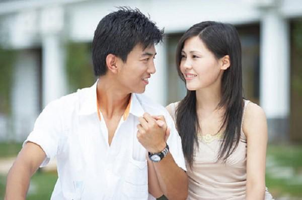 Đêm tân hôn, chồng ôm vợ thủ thỉ: 'Em cứ nhắm chặt mắt lại để anh làm thêm lần nữa' và cái kết không tưởng - Ảnh 1.
