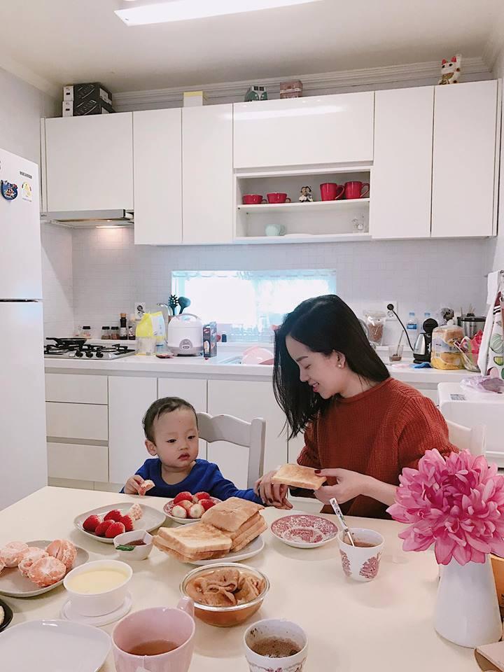 """Làm mẹ đơn thân, Ly Kute từng gây sốc vì tậu xe sang dễ như chơi, nhìn mức học phí cho con trai đi học mới """"choáng"""" - Ảnh 2."""