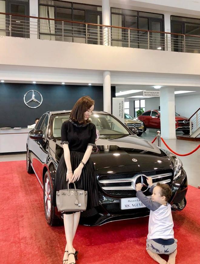 """Làm mẹ đơn thân, Ly Kute từng gây sốc vì tậu xe sang dễ như chơi, nhìn mức học phí cho con trai đi học mới """"choáng"""" - Ảnh 3."""