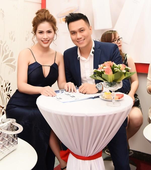 """Giữa lúc vướng nghi vấn đổ vỡ hôn nhân, Việt Anh bất ngờ lộ ảnh hẹn hò với """"bồ nhí"""", tưởng ai hóa ra người này - Ảnh 1."""