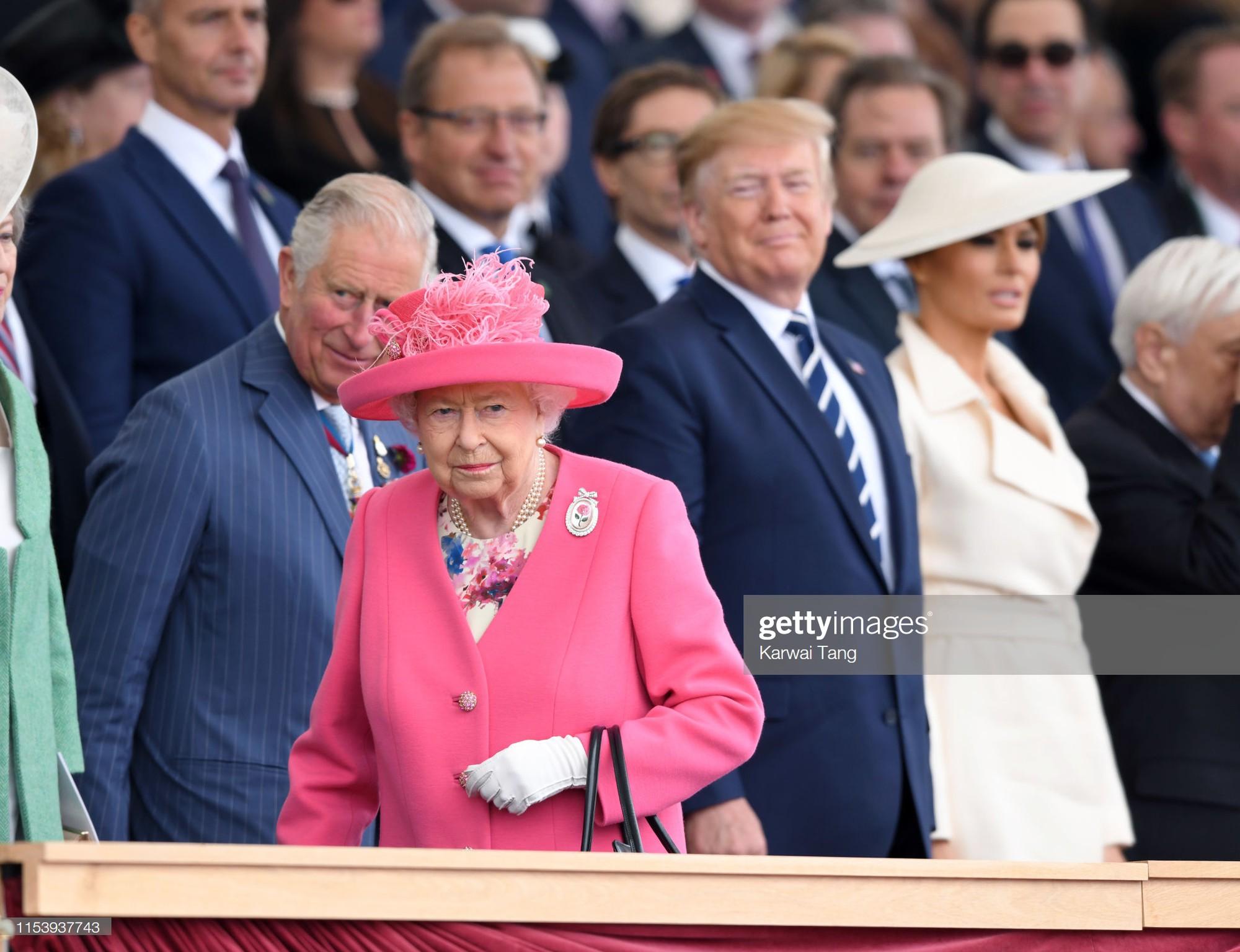 """Vừa được khen mặc đẹp, bà Melania Trump lại tụt điểm thời trang vì chiếc """"mũ phi thuyền""""  - Ảnh 3."""