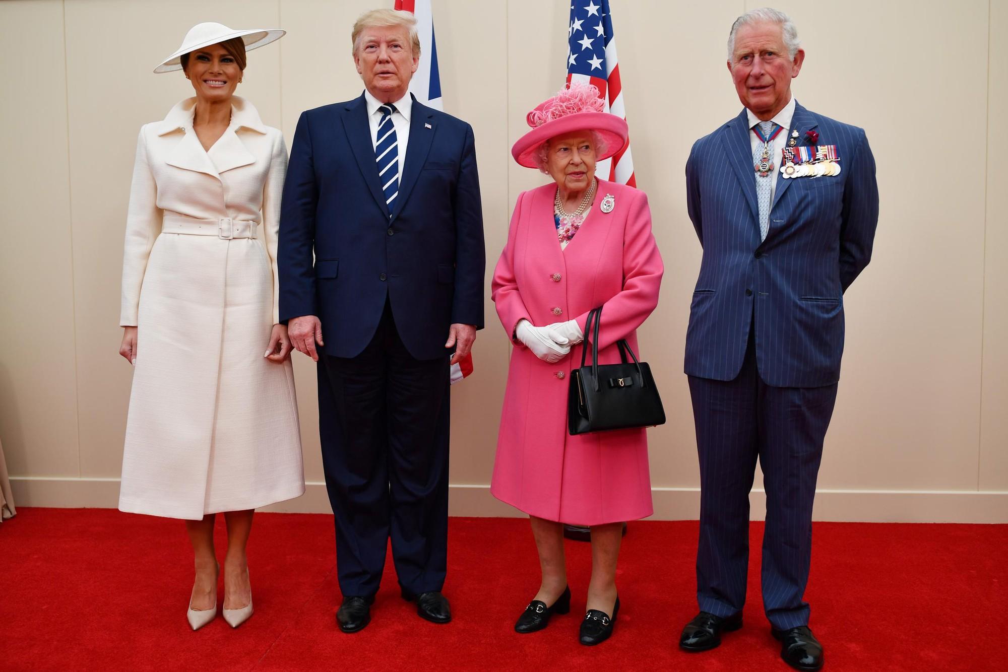 """Vừa được khen mặc đẹp, bà Melania Trump lại tụt điểm thời trang vì chiếc """"mũ phi thuyền""""  - Ảnh 1."""