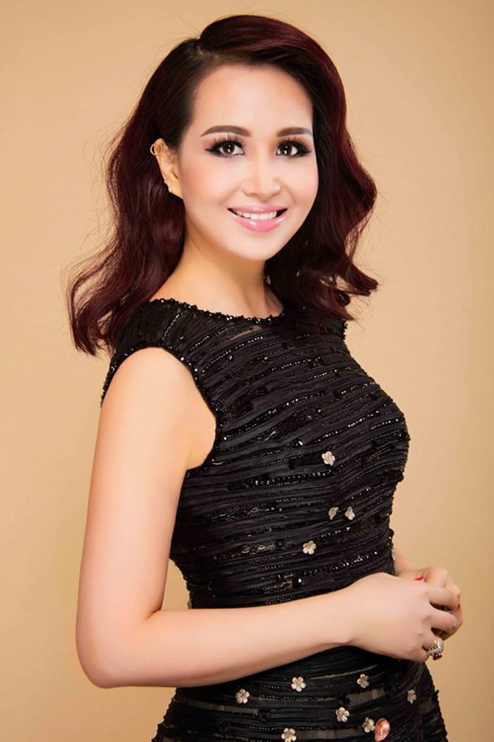 Hoa hậu Việt Nam cao 1m58: Xuất thân trâm anh thế phiệt, cuộc hôn nhân đầy đàm tiếu và chuyện làm dâu Ấn Độ nhiều kỳ lạ - Ảnh 3.