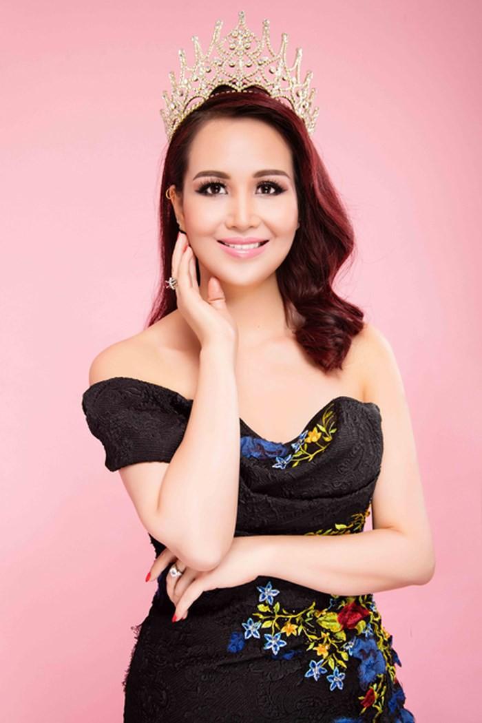 Hoa hậu Việt Nam cao 1m58: Xuất thân trâm anh thế phiệt, cuộc hôn nhân đầy đàm tiếu và chuyện làm dâu Ấn Độ nhiều kỳ lạ - Ảnh 2.