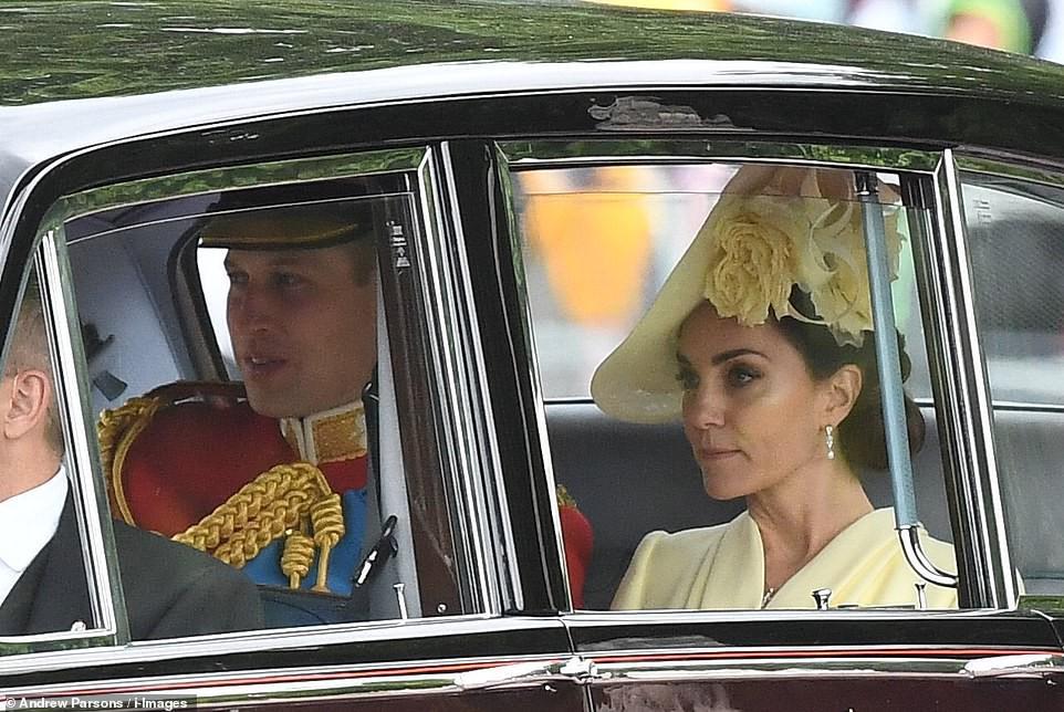 Từng bị chê thậm tệ vì lấn lướt cả Công nương Diana và Kate Middleton, giờ đây Meghan Markle đã khiêm tốn sửa lỗi sai trang phục - Ảnh 2.