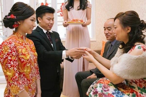 Trăm phương nghìn kế bắt con dâu phải đưa vàng cưới cho cầm để rồi vài ngày sau mẹ chồng phải cay đắng mang gửi lại - Ảnh 1.