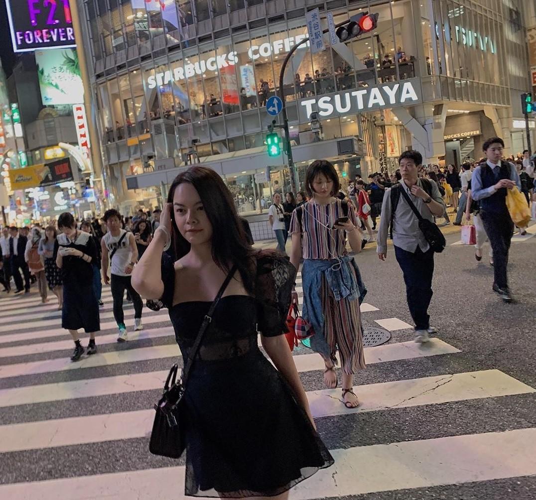 Khiếu mix đồ thần sầu của Phạm Quỳnh Anh: Chỉ vài bước mà biến đầm đi sự kiện thành váy dạo phố cực trẻ xinh - Ảnh 3.
