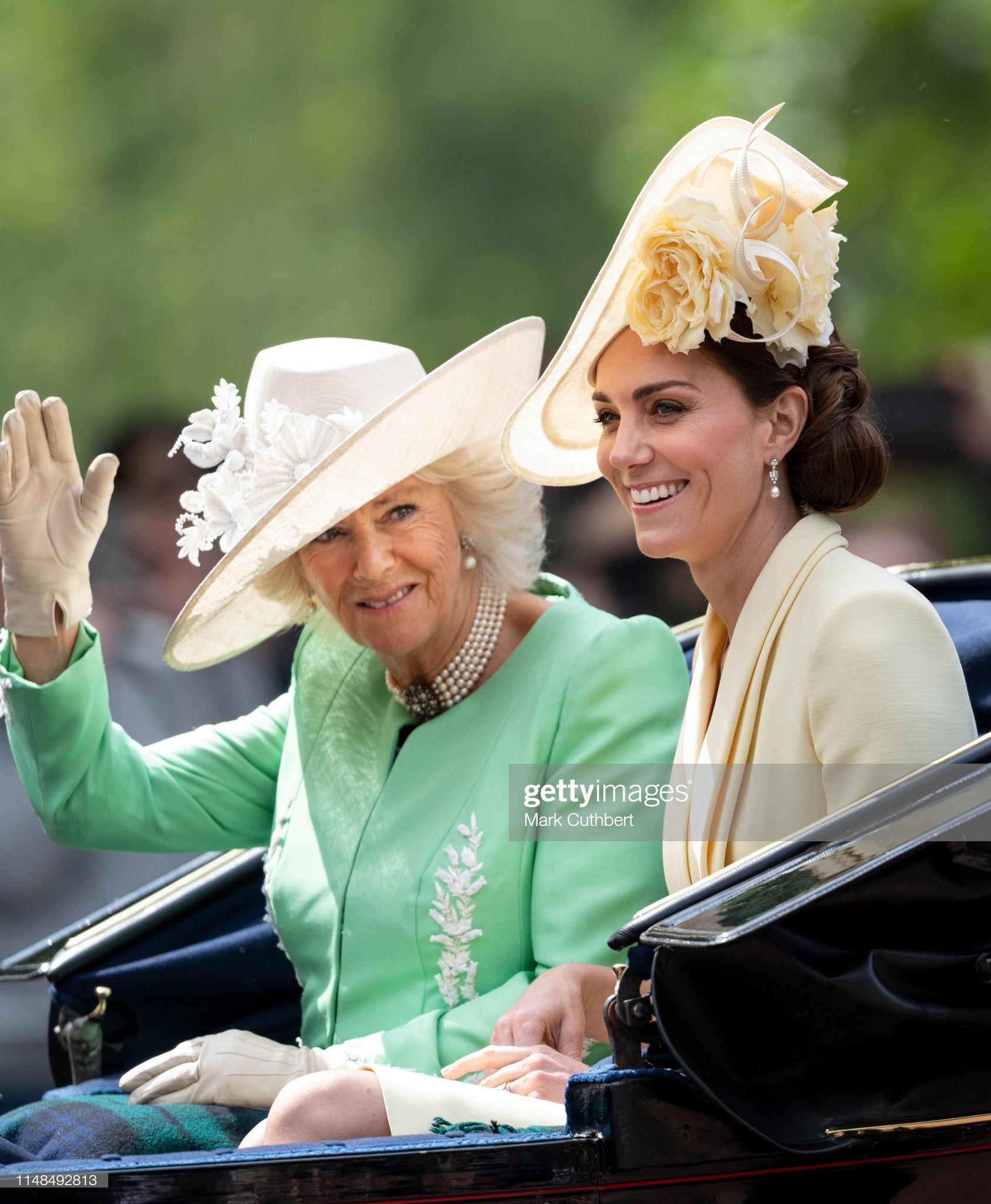 Từng bị chê thậm tệ vì lấn lướt cả Công nương Diana và Kate Middleton, giờ đây Meghan Markle đã khiêm tốn sửa lỗi sai trang phục - Ảnh 10.
