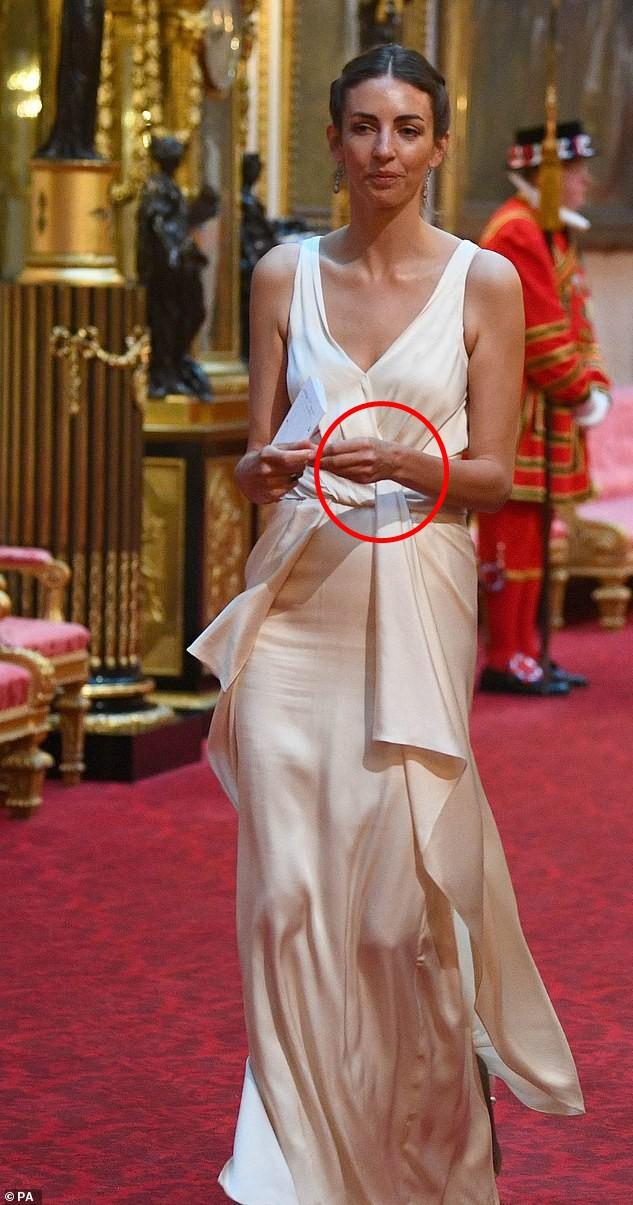 """""""Tình địch"""" của Công nương Kate lộ dấu hiệu bất thường, đe dọa đến hạnh phúc gia đình của nàng dâu hoàng gia - Ảnh 1."""