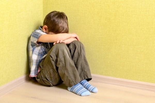 Sai lầm khi cha mẹ âu yếm, vỗ về con sau những trận đòn roi - Ảnh 1.
