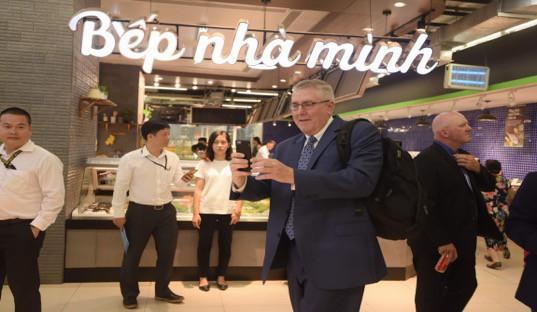 Đại sứ Hoa Kỳ hào hứng trải nghiệm siêu thị VinMart  - Ảnh 5.