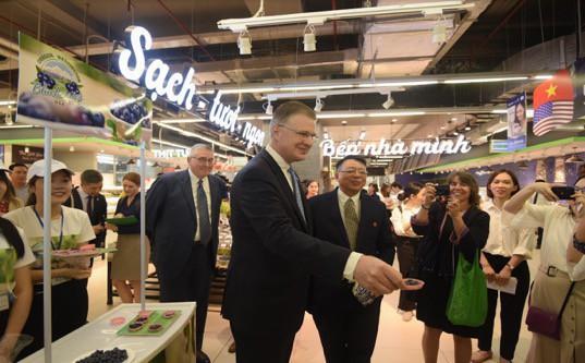Đại sứ Hoa Kỳ hào hứng trải nghiệm siêu thị VinMart  - Ảnh 6.