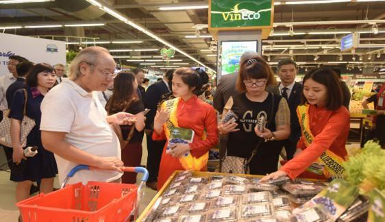 Đại sứ Hoa Kỳ hào hứng trải nghiệm siêu thị VinMart  - Ảnh 8.
