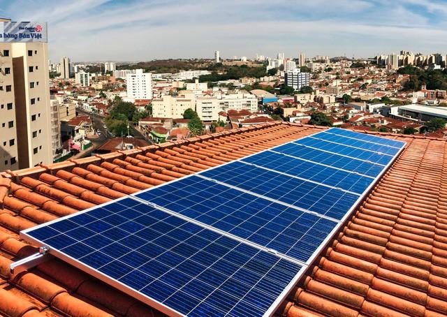 Hộ gia đình đầu tư điện mặt trời thế nào cho hiệu quả - Ảnh 1.