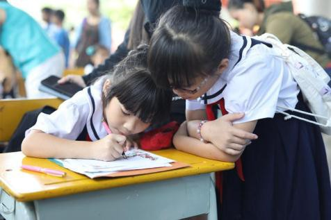 """Rộn ràng chung kết trao giải liên hoan """"Em yêu chữ Việt"""" 2019: Tự hào nét chữ con! - Ảnh 2."""