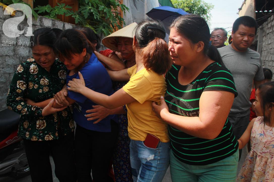 Nước mắt ngày trở về của người phụ nữ sau 24 năm bị lừa bán làm vợ ở Trung Quốc: Mẹ ơi, con về rồi, về thật rồi! - Ảnh 1.