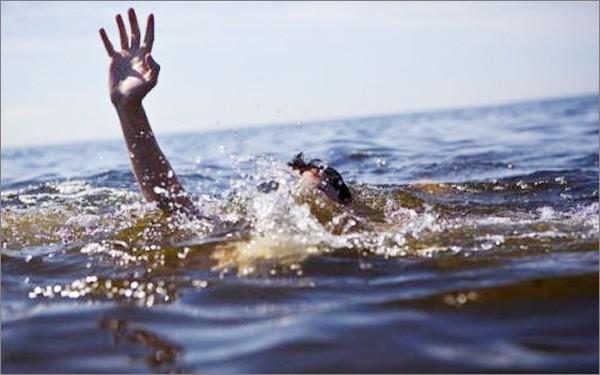 Mẹ bàng hoàng phát hiện 2 con nhỏ đuối nước nổi ở ao nhà ông ngoại - Ảnh 1.