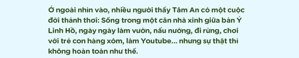 Cô designer bỏ Hà Nội lên rừng ẩn cư, ăn chay, lưu giữ thanh xuân rực rỡ qua những clip mỹ thực vạn người mê - Ảnh 1.