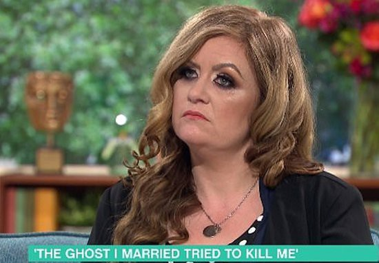 Woman-divorces-ghost-pirate-2