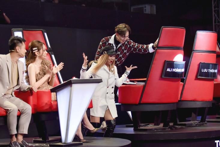 """Hoa hậu Hương Giang khẩu chiến với đàn chị trên ghế nóng The Voice Kids, chưa bao giờ nàng Hoa hậu """"dữ dằn"""" đến thế - Ảnh 13."""
