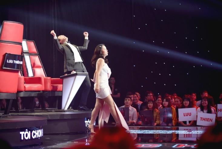 """Hoa hậu Hương Giang khẩu chiến với đàn chị trên ghế nóng The Voice Kids, chưa bao giờ nàng Hoa hậu """"dữ dằn"""" đến thế - Ảnh 3."""