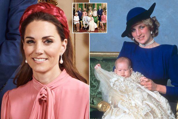 Hai chi tiết đặc biệt xúc động trong lễ rửa tội của bé Archie, chưa từng xảy ra ở 3 con nhà Công nương Kate, khiến người hâm mộ nghẹn ngào - Ảnh 4.