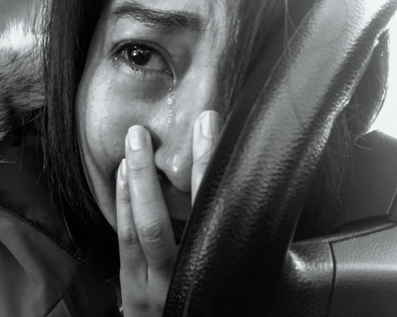 Nữ y tá bị cưỡng hiếp: Vỡ vụn vì bị cưỡng bức, tôi đã cầm đến chiếc máy ảnh - Ảnh 2.