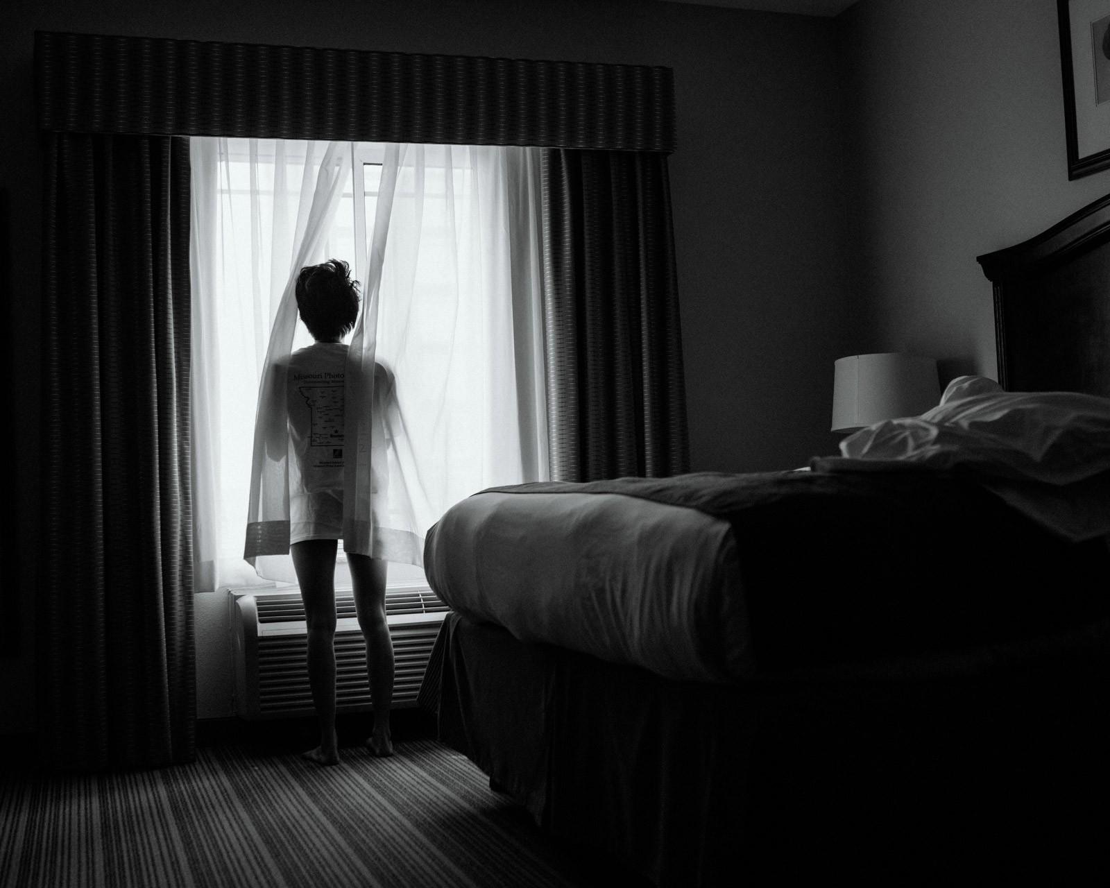 Nữ y tá bị cưỡng hiếp: Vỡ vụn vì bị cưỡng bức, tôi đã cầm đến chiếc máy ảnh - Ảnh 3.