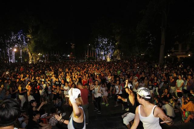 Điểm danh những bữa tiệc nhảy siêu to khổng lồ thu hút hàng nghìn người của Lamita Dance Fitness - Ảnh 1.