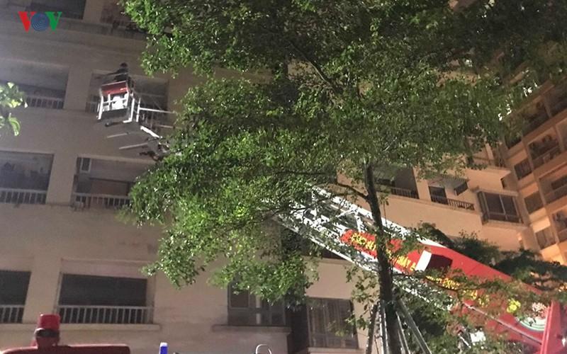 Bà nội rơi từ tầng 16 xuống tử vong, khi trèo ban công sang phòng cháu - Ảnh 1.