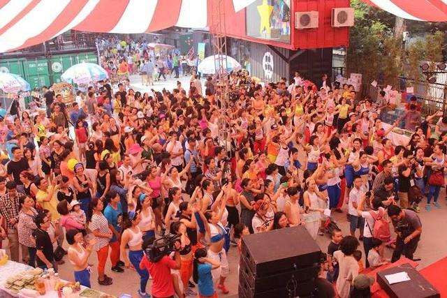 Điểm danh những bữa tiệc nhảy siêu to khổng lồ thu hút hàng nghìn người của Lamita Dance Fitness - Ảnh 2.