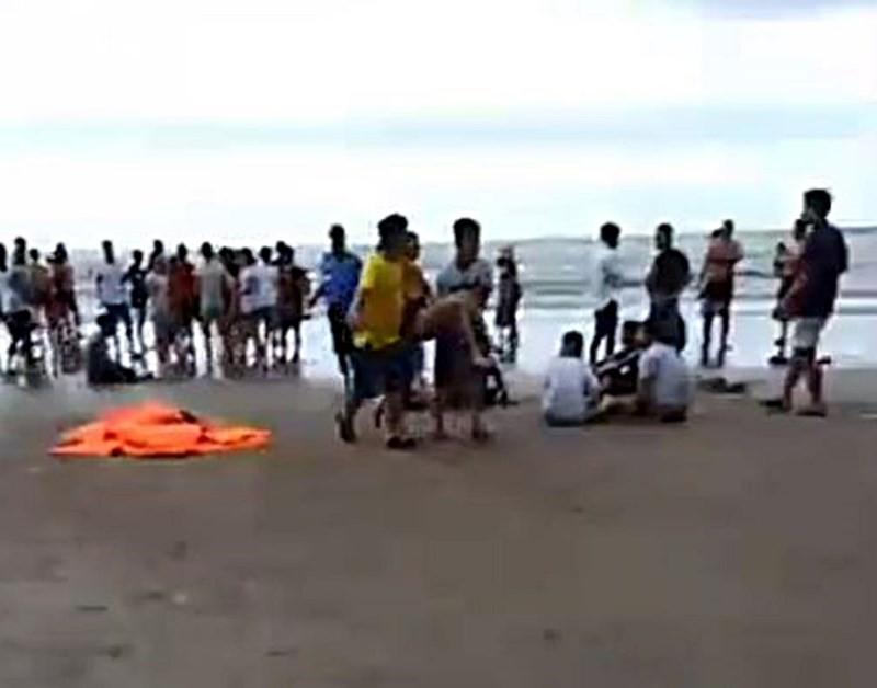 9 người bị sóng biển cuốn trôi, 4 người tử vong - Ảnh 2.