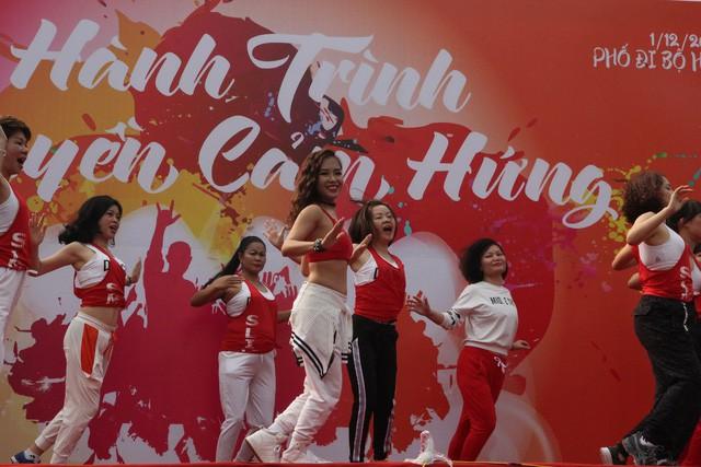 Điểm danh những bữa tiệc nhảy siêu to khổng lồ thu hút hàng nghìn người của Lamita Dance Fitness - Ảnh 7.