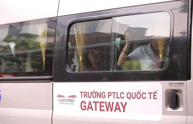 xe-dua-don-hoc-sinh-truong-gateway