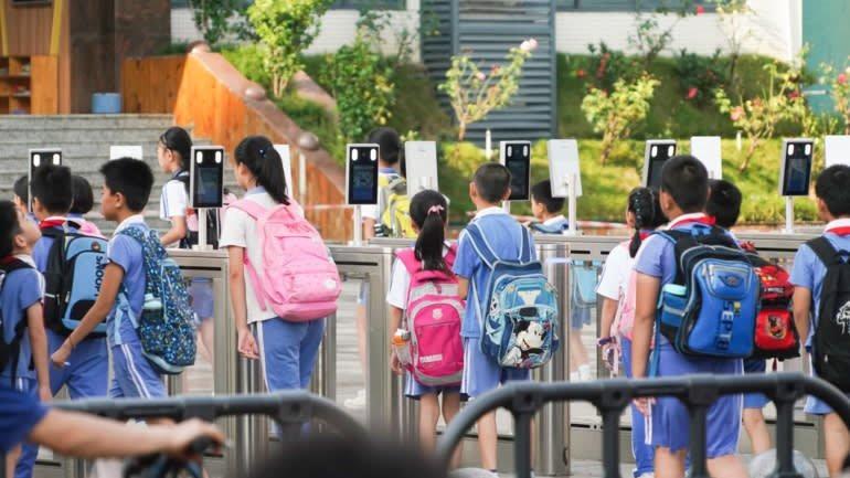 Hệ thống nhận diện khuôn mặt tại trường học ở Trung Quốc: Ngăn chặn bắt cóc, bạo lực nhưng gây tranh cãi vì ảnh hương đến tâm lý trẻ em - Ảnh 1.
