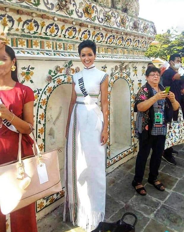 Hoa hậu nào cũng đua tranh váy áo đẳng cấp, riêng HHen Niê lại tôn vinh cội rễ bản thân bằng thời trang - Ảnh 7.