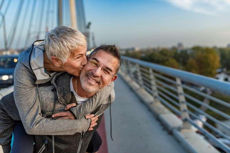 Chuyện thật như đùa: Bạn có thể trẻ khỏe, sống lâu hơn nhờ tự… đánh lừa số tuổi của chính mình - Ảnh 3.