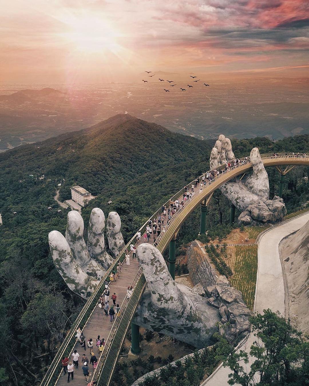 Tưởng Cầu Vàng ở Đà Nẵng là độc nhất, nào ngờ Trung Quốc cũng có phiên bản tương tự, lại còn đạt kỷ lục Guinness? - Ảnh 2.