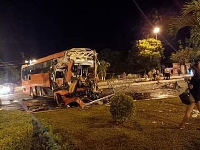 2 xe khách tông nhau ở Khánh Hòa, gần 30 hành khách thương vong - Ảnh 1.