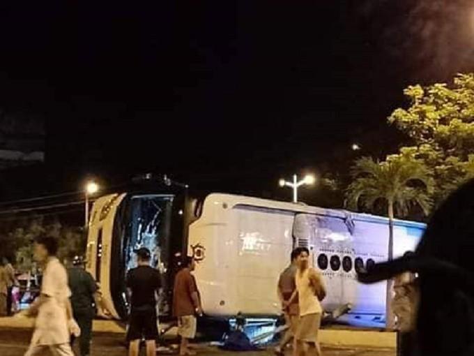 2 xe khách tông nhau ở Khánh Hòa, gần 30 hành khách thương vong - Ảnh 2.