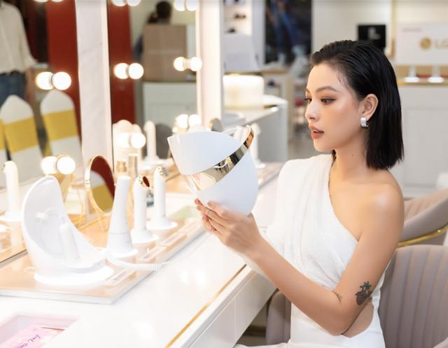 Cùng Tú Hảo, Linh Trương khám phá cách công nghệ giúp chăm sóc làn da - Ảnh 3.