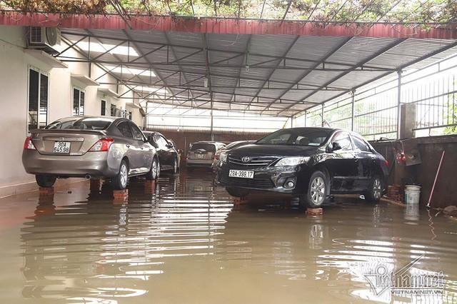Cảnh khó tin của hàng trăm hộ dân Hà Nội sau 3 ngày mưa bão - Ảnh 13.