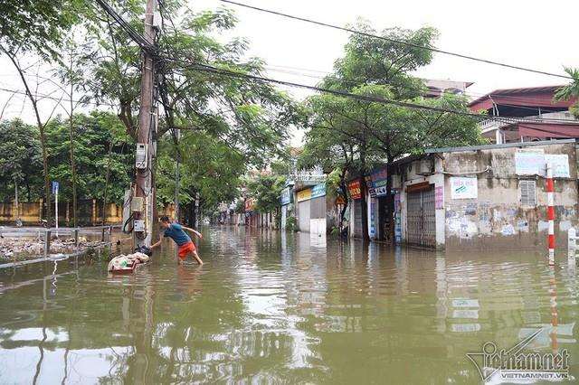Cảnh khó tin của hàng trăm hộ dân Hà Nội sau 3 ngày mưa bão - Ảnh 14.