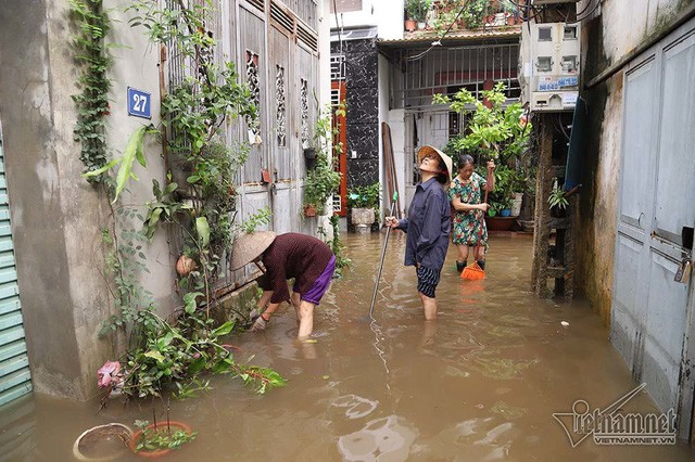 Cảnh khó tin của hàng trăm hộ dân Hà Nội sau 3 ngày mưa bão - Ảnh 15.