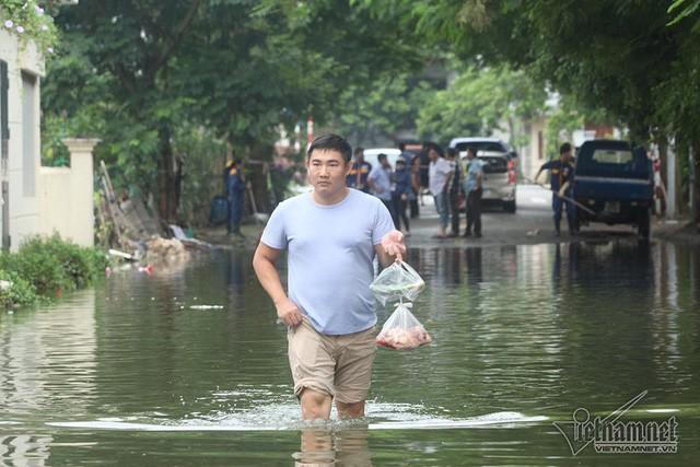 Cảnh khó tin của hàng trăm hộ dân Hà Nội sau 3 ngày mưa bão - Ảnh 22.