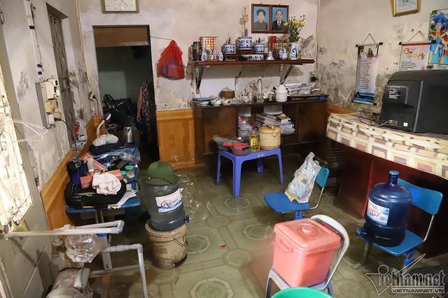 Cảnh khó tin của hàng trăm hộ dân Hà Nội sau 3 ngày mưa bão - Ảnh 11.