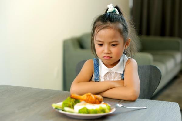 """""""Con biếng ăn vợ đừng buồn, chuyện nhỏ đó có chồng lo"""" - Ảnh 1."""