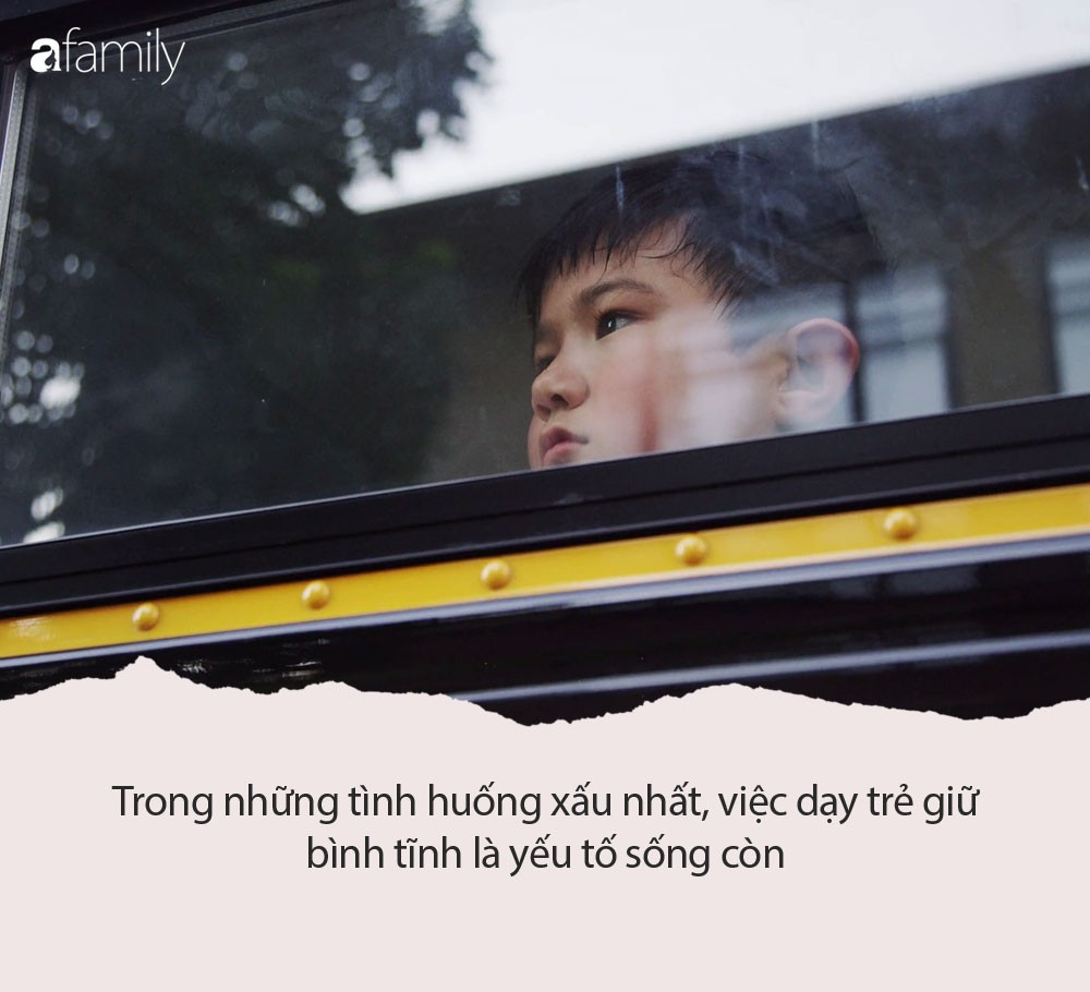 asian-kid-looking-out-the-school-bus-window_vkg0urdn_thumbnail-full01
